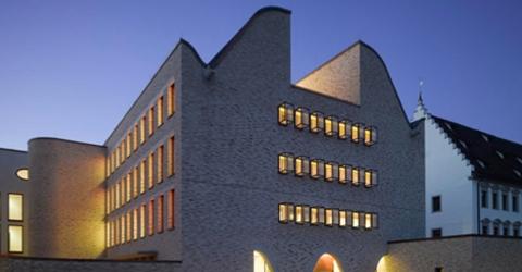 ABC-Klinker_Rückblick_Architektentag_2015_Vorderansicht Diözesan-Archiv und Bischöfliches Ordinariat Rottenburg_480x250 (2)